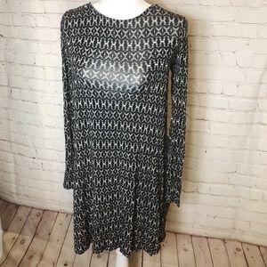 🌸 Old Navy Black & White Long Sleeve Dress
